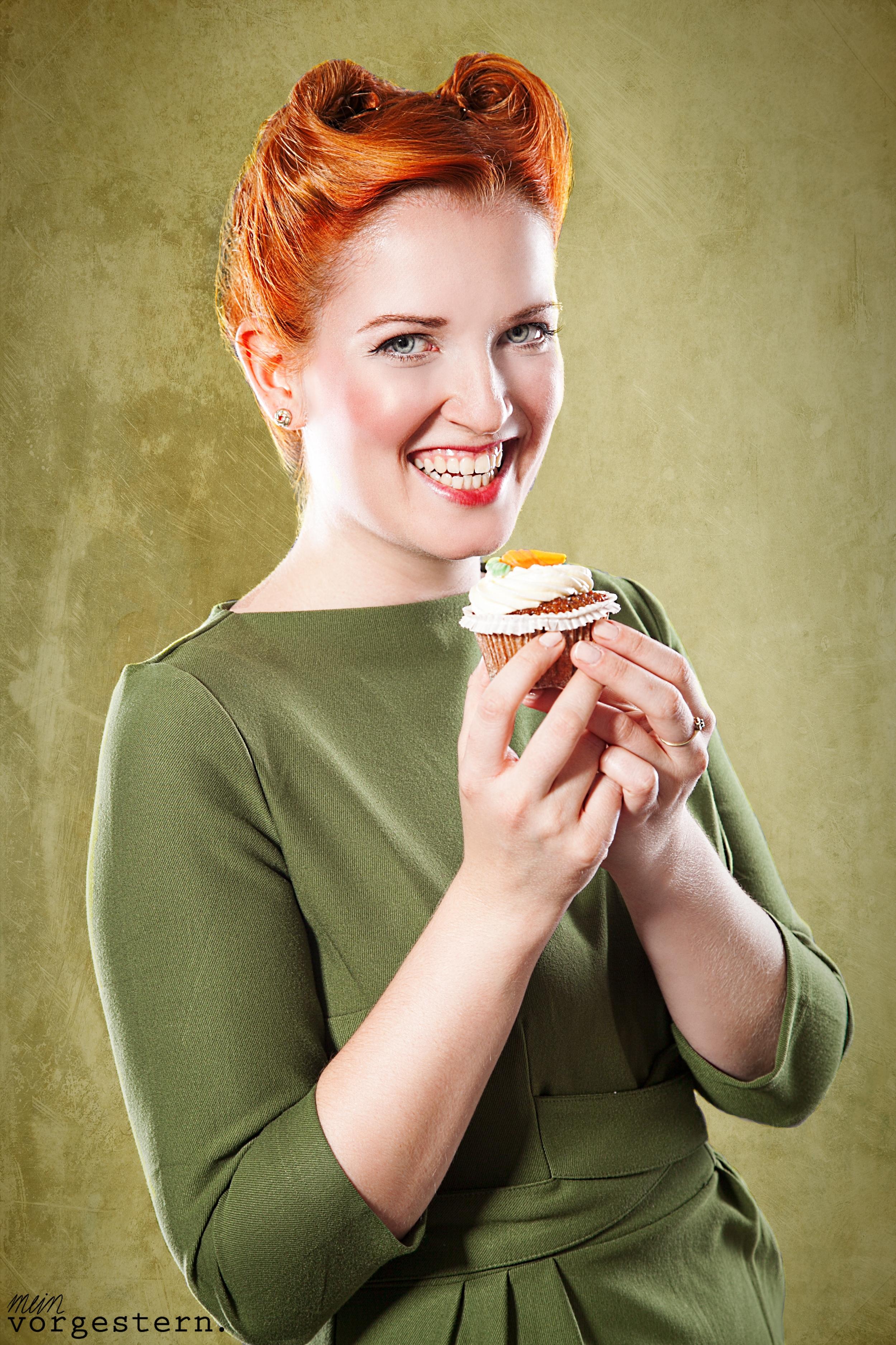 Marina mit Cupcake Pin-Up Posing Workshop
